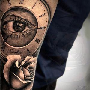 Time eye tattoo by Sergio Fernandez #SergioFernandez #eyetattoos #blackandgrey #realism #realistic #hyperrealism #eye #clock #time #reflection #rose #flower #floral