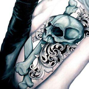 Beautiful skull and filigree design. Painting by Martin Darkside. #MartinDarkside #prettypieceofflesh #darkart #tattoedartist #UKpainter #pinupgirls #horror #oilpainting #bradford #skull #filigree