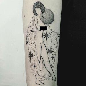 Lil magic lady tattoo by Mariusz Trubisz #MariuszTrubisz #cooltattoos #linework #dotwork #lady #pinup #moon #stars #20s #galaxy #artdeco #tattoooftheday