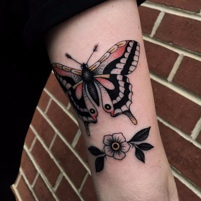 Simple but powerful by Mike Adams #MikeAdams #color #linework #dotwork #folktraditional #traditional #butterfly #insect #moth #wings #flower #daisy #leaves #nature #tattoooftheday