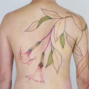 Lovely flower tattoo by Jess Chen #JessChen #backpiecetattoos #color #watercolor #painterly #flowers #floral #leaves #nature