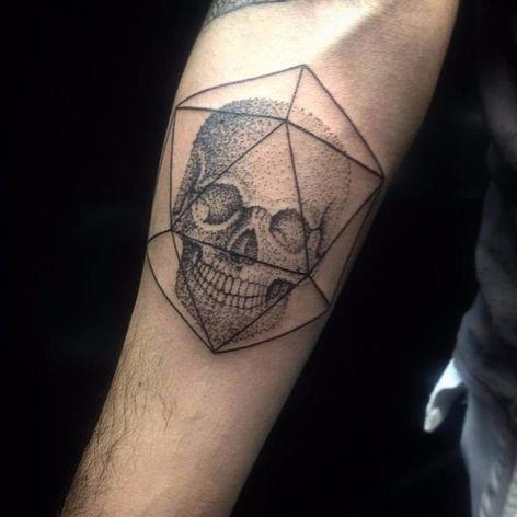 Caveira de pontinhos! #PolyannaCorrea #tattooartist #TatuadorasDoBrasil #brasil #brazil #brazilianartist #artistabrasileira #caveira #skull #cranio #pontilhismo #dotwork #blackwork #fineline #geometric #geometria
