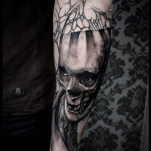 Alternative black and grey tattoo by Krzystof Sawicki. #KrzystofSawicki #blackandgrey #alternativ #sketch #skull
