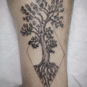 #arvore #tree #FabioDamato #TatuadoresDoBrasil #pontilhismo #dotwork #blackwork #brasil