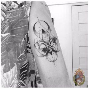Geometria e delicadeza #ApolonioLuz #tatuadoresbrasileiros #tatuadoresdobrasil #sketchtattoo #blackwork