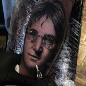 John Lennon lives on in the portrait from Alex Bruz's (IG—alexbruz) portfolio. #AlexBruz #blackandgrey #JohnLennon #portraiture #realism