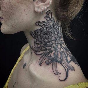 Chrysanthemum by Claudia De Sabe #ClaudiaDeSabe #blackandgrey #realistic #chrysanthemum #flower #Japanese #illustrative #woodblock #tattoooftheday