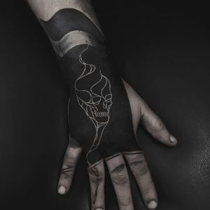 Black fill with white ink skull tattoo by Krzysztof Szeszko aka szeszu #szeszu #KrzysztofSzeszko #blackworktattoos #blackwork #blackfill #handtattoo #skull #whiteink #smoke #death #matchstick
