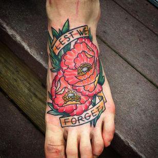 Lest we forget tattoo by Annelise Kinney #AnneliseKinney #poppy #lestweforget #WWI #WWII #soldier #war #hero #centenary #worldwar