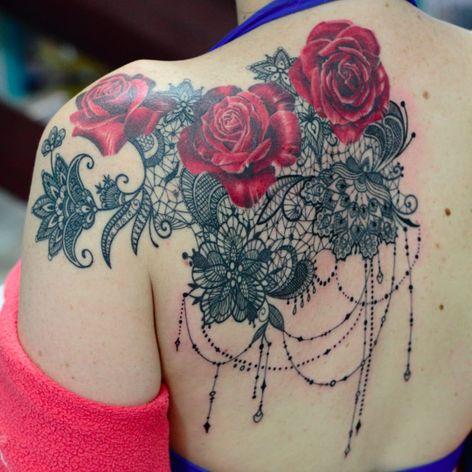 Por Deh Soares! #DehSoares #TatuadorasBrasileiras #rose #ornamental