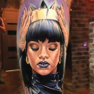 Rihanna tattoo by Anjelika Kartasheva #AnjelikaKartasheva #colortattoo #realismtattoo #realistictattoo #hyperrealismtattoo #portraittattoo #Rihannatattoo #crowntattoo #musictattoos #handstattoo #tattoooftheday