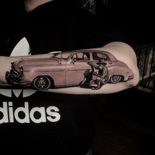 Pops car tattoo by Vero Imbo #VeroImbo #besttattoos #blackandgrey #realism #realistic #hyperrealism #car #cadillac #lowrider #50s #portrait #hat #man #shine #tattoooftheday