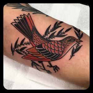 Birdie. (via IG - leonienewtattoos) #LeonieNew #Traditional #TraditionalTattoo #bird
