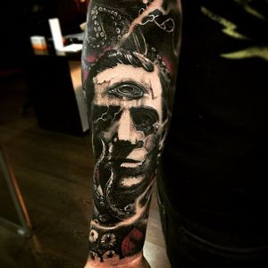 Spooky Lovecraft portrait tattoo by Ezequiel Samuraii #hplovecraft #EzequielSamuraii #literature