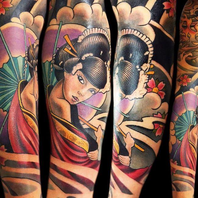 Sensualidade #TattooRascal #gueixa #gueixatattoo #japao #japan #tradição #cultura #mulher #woman #oriental #flor #flower #sombrinha #umbrella