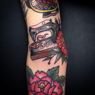 Sewing Machine Tattoo by Martin Blomberg #sewingmachine #traditional #vintagetattoos #MartinBlomberg #vintage
