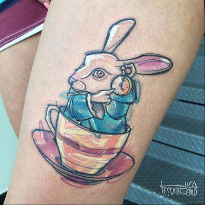 #LucaTestadiferro #coloridas #colorful #nerd #geek #tatuadoresgringos #alicenopaisdasmaravilhas #aliceinwonderland #coelho #rabbit #relogio #clock #xicara #teacup #filmes #movies