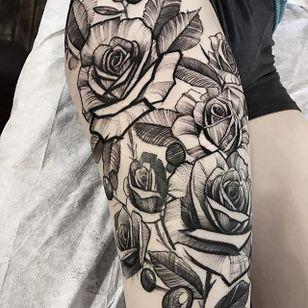 Rose garden by Mike Riina (via IG-mike_riina) #sketch #freehand #blackandgrey #illustrative #MikeRiina #rose #flowers