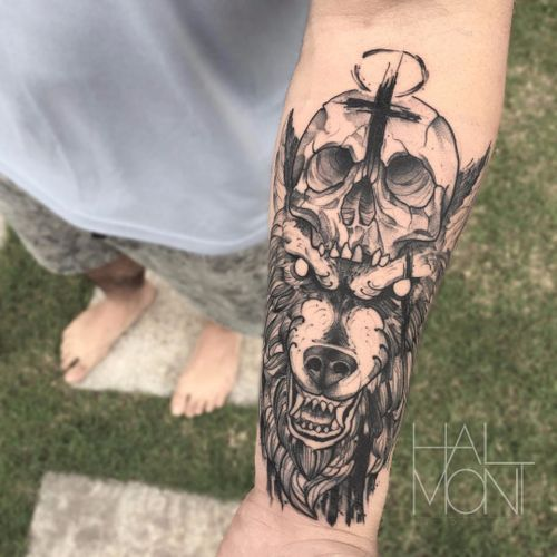 Por Lucas Halmont #LucasHalmont #brasil #brazil #brazilianartist #tatuadoresdobrasil #blackwork #lobo #wolf #caveira #skull #cruz #cross