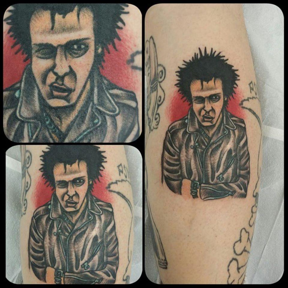 A traditional portrait of Sid Vicious by Brandon Mohr (IG—tattoosbybrandon). #BrandonMohr #portraiture #SexPistols #SidandNancy #traditional #SidVicious