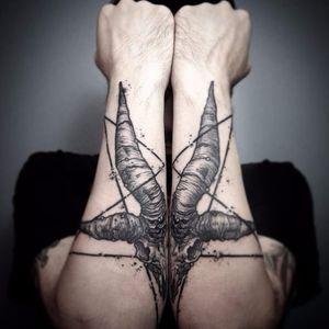 Split Baphomet skull tattoo by Veks Van Hillik #VeksVanHillik #blackwork #surrealistic #graphic #splut #baphomet #skull #pentacle