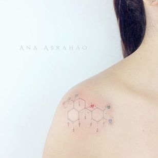 Fine line tattoo by Ana Abrahão. #AnaAbrahao #fineline #subtle #pastel #girly #chemistry #chemicalcompound