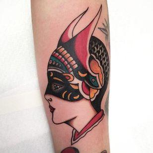 Dietzel Girl Tattoo by Joe Tartarotti #dietzelgirl #traditional #traditionalartist #oldschool #vinatge #classic #Italianartist #JoeTartarotti