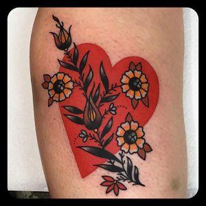 Full Heart by Leonie New (via IG-leonienewtattoos) #leonienew #traditional #color #girly #pretty #ChapelTattoo