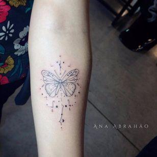 Borboletinha #borboleta #butterfly #AnaAbrahão #fineline #traçofino #delicadas #delcates #fofas #cute #TatuadorasDoBrasil #presuntinhas