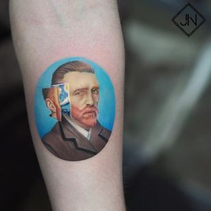 Within Van Gogh. Tattoo by Jefree Naderali #jefreenaderali #VanGoghtattoo #color #realism #realistic #portrait #VanGogh #starrynight #surreal #painting #fineart #artist