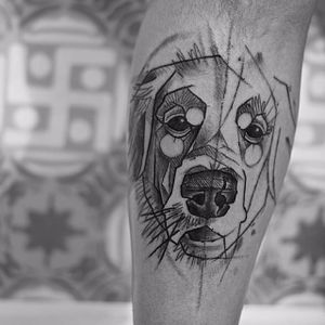 A Golden Retriever's personality still shines through in this trash polka style tattoo by Andre Cruz. #goldenretriever #dog #trashpolka #polka #AndreCruz