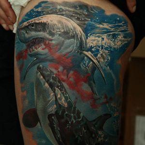 Dmitriy Samohin #tubarão #tubarões #baleia #realismo #tatuagemrealista #realismocolorido #tatuagemcolorida #fundodomar #mar #brasil #brazil #portugues #portuguese