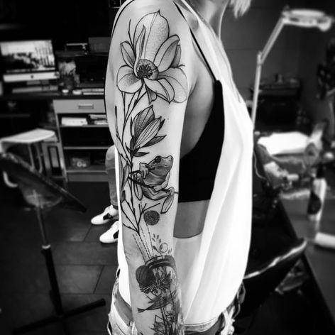 Flower tattoo by Julia Szewczykowska #JuliaSzewczykowska #blackwork #neotraditional #flower #frog