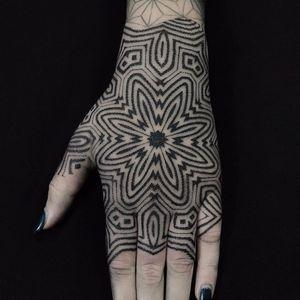 Vibrating geometric lines by Eric Stricker #EricStricker #geometry #mandala #dotwork #linework #pattern #blackwork #tattoooftheday