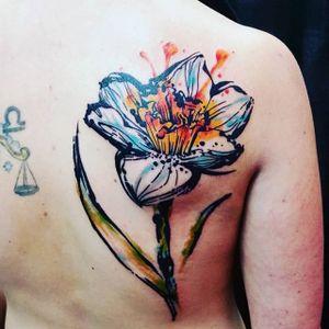 Sketchy watercolor daffodil tattoo by Jay Van Gerven. #watercolor #JayVanGerven #flower #daffodil #sketchy #illustrative #inksplatter