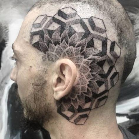 Ai ai, e esse trampo na cabeça? Por Flavio Souza! #FlavioSouza #tatuadoresbrasileiros #blackwork #dotwork #pontilhismo #headtattoo #geometria #geometric