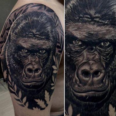Gorilão no realismo #RodrigoLobão #RodrigoRodrigues #brasil #brazil #tatuadoresdobrasil #brazilianartist #realismo #realism #gorila #gorilla #animal #pretoecinza #blackandgrey