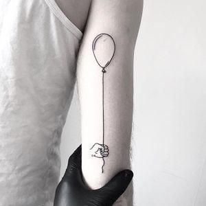 Hand poke balloon tattoo by Jake Haynes. #JakeHaynes #pokeeeeeeoh #handpoke #sticknpoke #linework #balloon