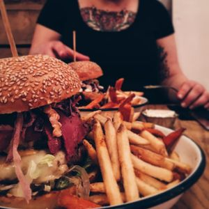 "Photo by Instagram @painterjc: ""Carlseberg don't make Saturdays..."" #LiverpoolTattooConvention #foodporn #burger"