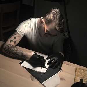 Resul Odebaş hard at work #ResulOdebas #istanbul #turkey #tattooartist