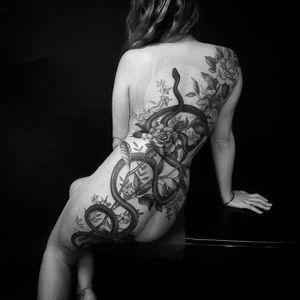 All over the back. (via IG - talleymatthew) #snaketattoo #backpiece #blackandgrey #TalleyMatthew