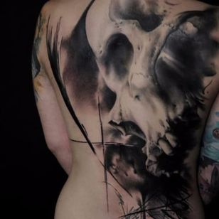 Incredible blackwork in this realistic skull. Tattoo by Florian Karg #blackandgrey #realism #hyperrealism #FlorianKarg #darkart #skulls #visciouscircletattoo #germantattooers