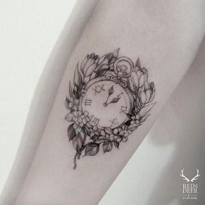 Vintage stopwatch with flowers via @zihwa_tattooer #zihwa #reindeerink #floral #feminine