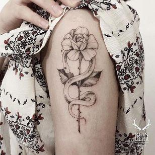 Serpent tattoo by Goyo. #Goyo #subtle #fineline #southkorean #reindeerink #blackandgrey #floral #snake #serpent