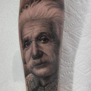 Albert Einstein. (via IG - veroniqueimbo) #VeroniqueImbo #BlackandGrey #Realism #Portraits #Einstein
