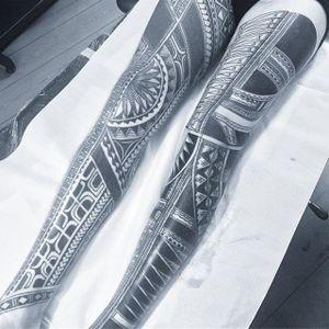Intense and elaborate Polynesian leg sleeves from Chris Higgins (Instagram @higginsandcotattoo). #ChrisHiggins #elaborate #legsleeves #Polynesian #tribal #sleeves