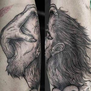 Gruesome looking black tattoo composition done by Gabor Zolyomi. #GaborZolyomi #FatumTattoo #blackwork #illustrativetattoo #hand #demon