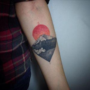 Mount Fuji Tattoo by Daniel Matsumoto #MountFuji #JapanTattoo #Japan #Sun #Mountain #FujiTattoo #Dotwork #DanielMatsumoto
