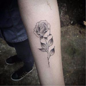 Florzinha no talento! #LucasRechia #blackwork #tatuadoresdobrasil #flor #flower