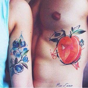 Fruity matching tattoos by Pis Saro #PisSaro #vegetal #watercolor #fruits #matching #berries #peach